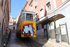 Типичный трамвай Лиссабона, Португалия, Европа Стоковые Фотографии RF