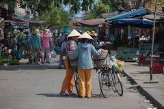 Типичный уличный торговец в Hoi, Вьетнаме Стоковое фото RF