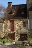 Типичный французский каменный коттедж Стоковая Фотография