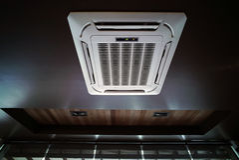 Тип блок потолка кондиционера воздуха смертной казни через повешение Стоковая Фотография
