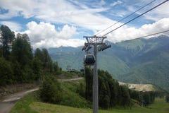 Тип путь гондолы кабеля в горах Стоковые Изображения RF