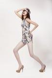Тип способа. Динамическая фасонистая женщина в самомоднейшем Dres Стоковые Изображения RF