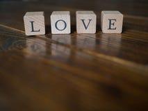 тип слово влюбленности letterpress grunge предпосылки случайный стоковая фотография