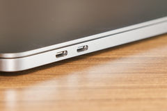 Тип-C порт USB и двух проходное компьтер-книжки и новой технологии Стоковое Фото