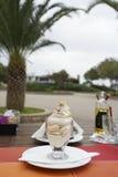 Тирамису на таблице кафа Стоковые Изображения RF