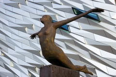 Титанический памятник Белфаст Северная Ирландия посетителей стоковые фото