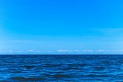 Тихая поверхность моря стоковые фото