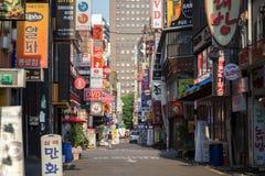 Тихая улица в районе Jongno в Сеуле Стоковое Изображение