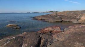 Тихий день в июле на побережье полуострова Hanko Финляндия видеоматериал