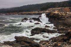 Тихий океан и изрезанное побережье Калифорнии Стоковые Фото
