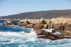 Тихий океан и скалистый берег Калифорнии Стоковое фото RF