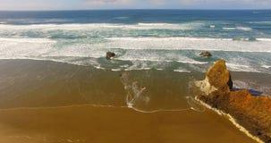 Тихий океан пляжа Орегона вида с птичьего полета прибрежный акции видеоматериалы