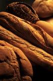 Тишины хлеба: Разнообразие, разные виды хлеба с мягким светом стоковые изображения rf