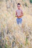 5-ти летний мальчик внешний Стоковая Фотография RF
