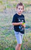 5-ти летний мальчик внешний Стоковое Изображение RF