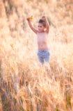 5-ти летний мальчик внешний Стоковое Фото