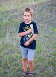 5-ти летний мальчик внешний Стоковые Изображения RF