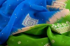 тканье шарфа предпосылки связанное крупным планом яркое Славная пестротканая ткань положенная в форму волны Стоковые Изображения