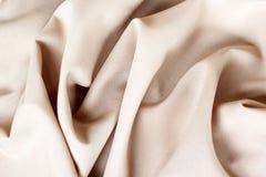 Ткань абстрактной предпосылки роскошная или жидкостный материал волны или волнистых створок, шелка или сатинировки с развевать вы Стоковые Фото