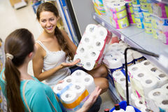 Ткань ванны людей покупая стоковое фото