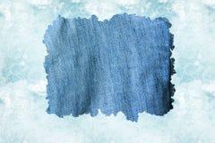 Ткань джинсовой ткани против света - backgroun голубой воды Стоковое фото RF