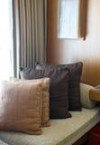 Ткань декоративной удобной подушки естественная Стоковое Изображение