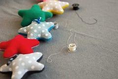 Ткань играет главные роли в работе и потоках руки точек польки Стоковые Фото
