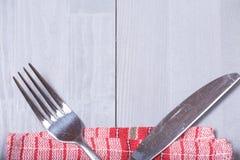 Ткань кухни предпосылки вилки ножа столового прибора естественная деревянная Стоковые Изображения RF