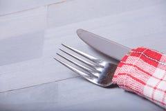 Ткань кухни предпосылки вилки ножа столового прибора естественная деревянная Стоковая Фотография RF