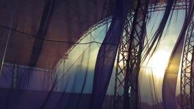 Ткань порхая в заходе солнца сток-видео