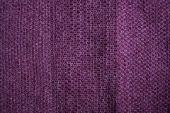 Ткань связанная маджентой с текстурированными нашивками стоковые фото