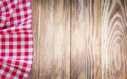 Ткань таблицы на деревянной предпосылке Концепция фаст-фуда Стоковые Фотографии RF