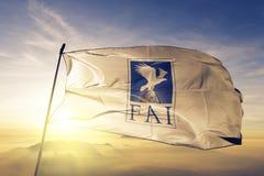 Ткань ткани ткани флага Aeronautique Internationale FA федерации спорт воздуха мира развевая на верхнем тумане тумана восхода сол бесплатная иллюстрация