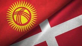 Ткань ткани флагов Кыргызстана и Дании 2, текстура ткани иллюстрация вектора