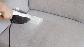 Ткань чистки софы видеоматериал