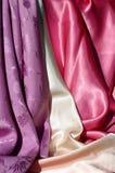 Ткань 2 фиолета, Cream и розовых шелковистая Стоковые Изображения RF