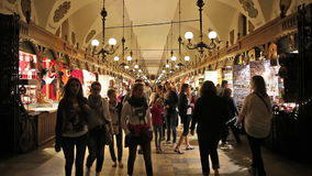 Ткань Hall в Кракове на ноче сток-видео