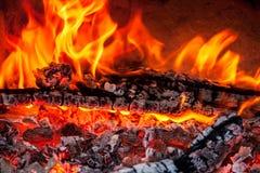 Тлеющие угли огня Стоковая Фотография