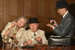 Товарищи гангстеров на таблице стоковая фотография