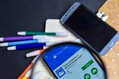 Товарищ фото, проект App гаража Майкрософта с увеличивать на экране Smartphone стоковые фото