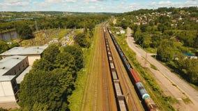 Товарный состав на железной дороге