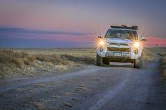 Тойота 4runner в злаковике соотечественника Пауни Стоковые Изображения RF