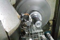 Токарный станок, cnc, подвергая механической обработке сфокусируйте мягко стоковая фотография