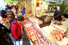 Токио: Рыбный базар морепродуктов Tsukiji Стоковое Изображение RF