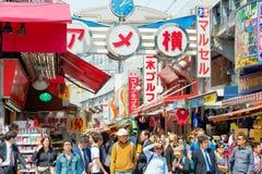 ТОКИО, ЯПОНИЯ - 16-ОЕ АПРЕЛЯ 2014: Ameyoko (Ameya Yokoc Стоковая Фотография