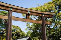 ТОКИО, ЯПОНИЯ - 15-ОЕ АПРЕЛЯ: Meiji-jingu в токио Стоковое Изображение RF