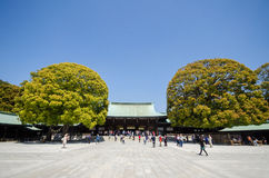 ТОКИО, ЯПОНИЯ - 15-ОЕ АПРЕЛЯ: Meiji-jingu в токио Стоковая Фотография RF