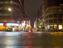 ТОКИО, ЯПОНИЯ 28-ОЕ ИЮНЯ - 2017: Традиционная улица в Shinjuku золотом Gai Золотое gai состоит из 6 крошечных переулков с 200 Стоковое Изображение