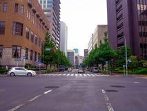 ТОКИО, ЯПОНИЯ 28-ОЕ ИЮНЯ - 2017: Традиционная улица в Shinjuku золотом Gai Золотое gai состоит из 6 крошечных переулков с 200 Стоковые Изображения RF