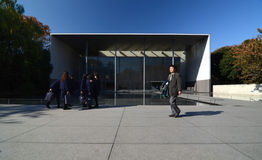 Токио, Япония - 22-ое ноября 2013: Люди посещают галерею Ho Стоковое фото RF